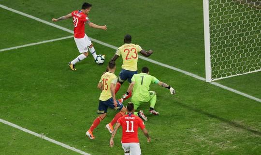 Clip: VAR hai lần giải cứu, Colombia vẫn gục ngã trước Chile - Ảnh 3.