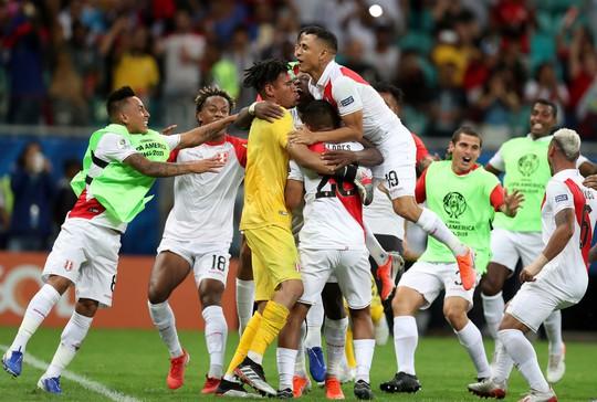 Suarez đá hỏng 11 m, Uruguay thua sốc Peru ở Copa America - Ảnh 10.