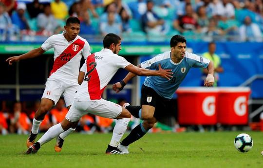 Suarez đá hỏng 11 m, Uruguay thua sốc Peru ở Copa America - Ảnh 2.