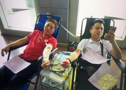 Chứng kiến mẹ mất vì thiếu máu  truyền, người đàn ông ở TP HCM đặt mục tiêu hiến máu 100 lần - Ảnh 3.