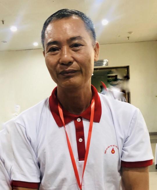 Chứng kiến mẹ mất vì thiếu máu  truyền, người đàn ông ở TP HCM đặt mục tiêu hiến máu 100 lần - Ảnh 2.