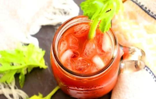Món nước ép cực đơn giản đẩy lùi cao huyết áp, cholesterol xấu - Ảnh 1.