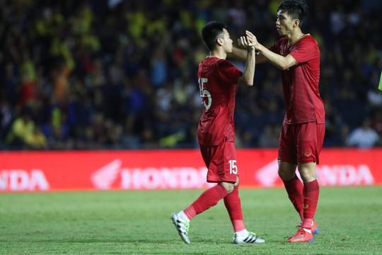 Công Phượng đá hỏng 11 m, Việt Nam xếp nhì Kings Cup - Ảnh 2.