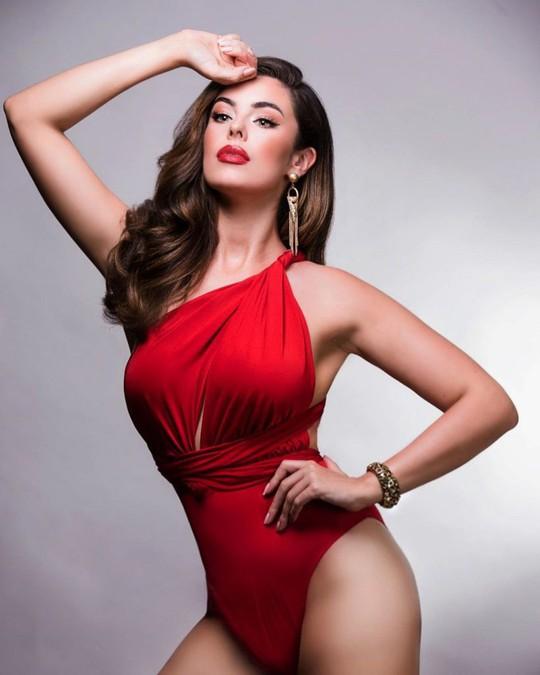 Vẻ đẹp bốc lửa của Tân Hoa hậu Hoàn vũ Anh - Ảnh 2.