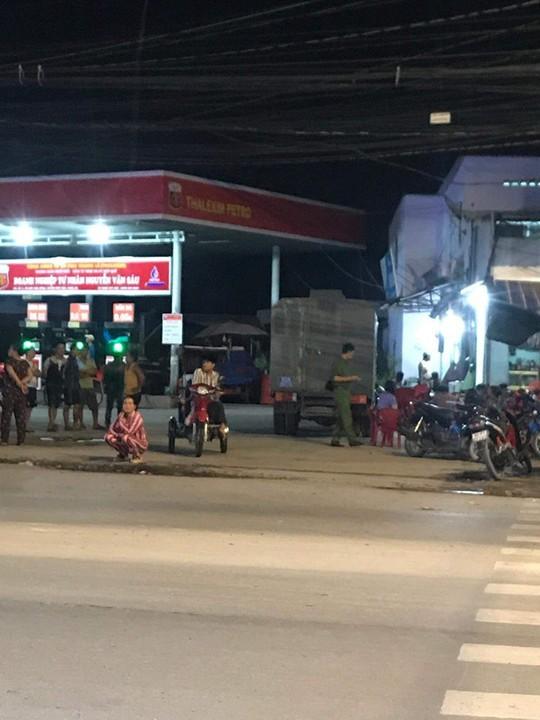 Không cho nợ tiền đổ xăng, nhân viên bán xăng bị đâm chết - Ảnh 1.