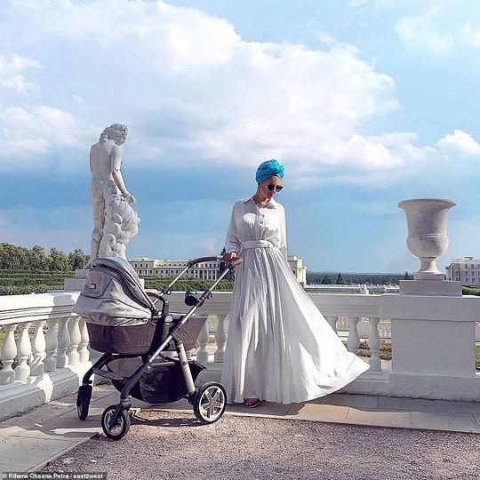 """Cựu hoa khôi Nga """"bóng gió"""" về nguyên nhân ly hôn với cựu Quốc vương Malaysia? - Ảnh 2."""