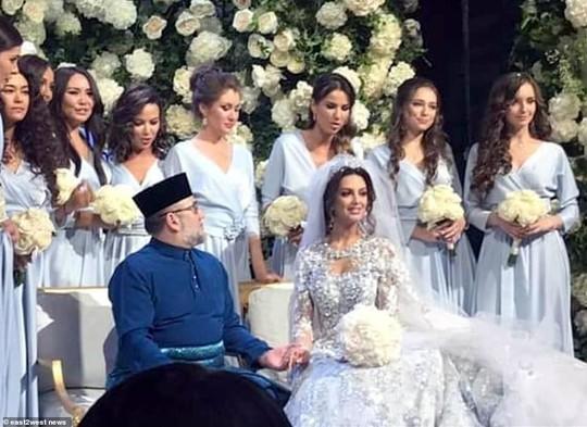 """Cựu hoa khôi Nga """"bóng gió"""" về nguyên nhân ly hôn với cựu Quốc vương Malaysia? - Ảnh 5."""