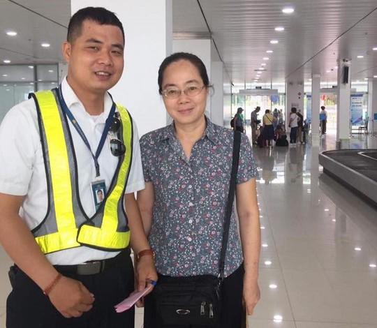 Hành khách để quên balô có 2 quyển sổ hộ khẩu ở sân bay Tân Sơn Nhất - Ảnh 3.