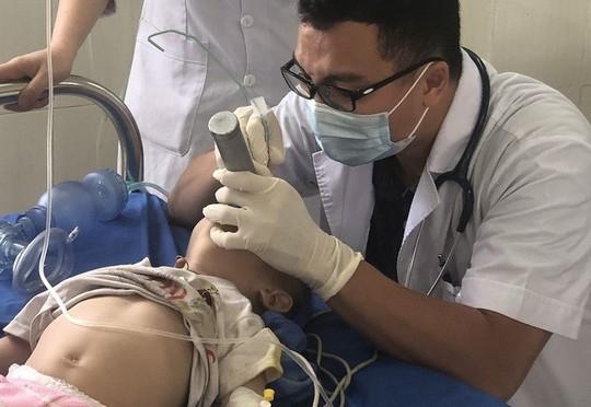 Chữa tiêu chảy bằng thuốc phiện, bé trai 12 tháng tuổi nguy kịch - Ảnh 1.