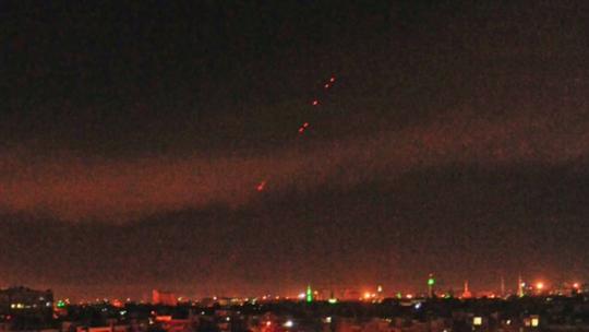 Israel không kích tiền đồn cũ của Nga ở Syria - Ảnh 1.