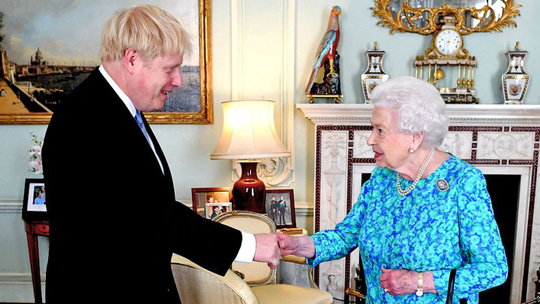 Ông Johnson đại tu nội các vào ngày đầu tiên làm Thủ tướng Anh - Ảnh 2.