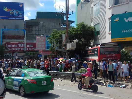 Vụ xe khách gây tai nạn kinh hoàng: Hai nạn nhân đã tử vong - Ảnh 1.