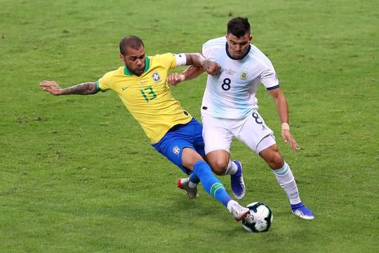 Hậu vệ Dani Alves - Gừng càng già càng cay - Ảnh 6.