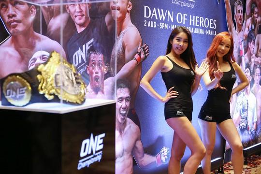Những Ring Girl nóng bỏng trên sàn đấu ONE Championship - Ảnh 2.