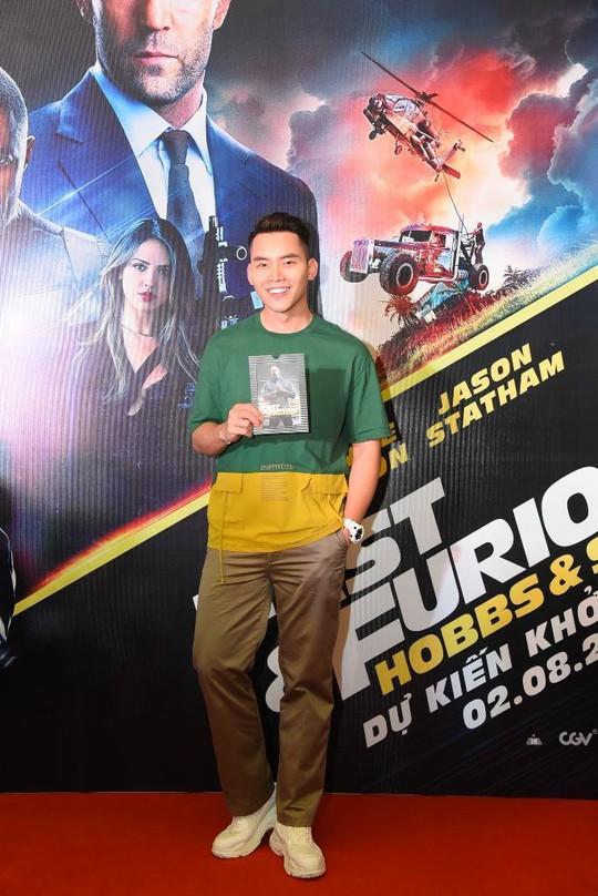 Sao Việt đọ sắc tại buổi ra mắt phim bom tấn của The Rock - Ảnh 8.