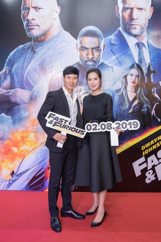 Sao Việt đọ sắc tại buổi ra mắt phim bom tấn của The Rock - Ảnh 1.