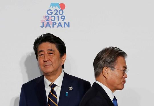 Nhật - Hàn tiến gần chiến tranh thương mại - Ảnh 1.