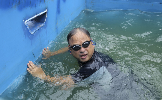 Chuyên gia Nhật tắm nước sông Tô Lịch gửi lời cảm ơn Thủ tướng, Chủ tịch Hà Nội - Ảnh 3.