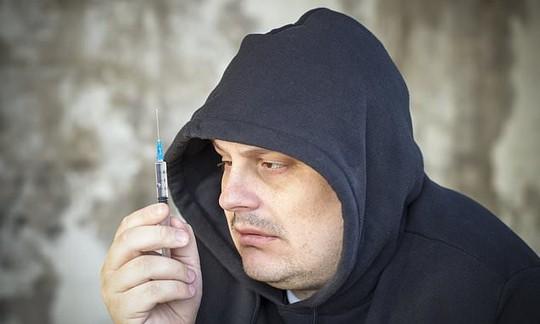 Thế hệ 40, 50 tuổi chết vì chất gây nghiện và tự tử nhiều nhất - Ảnh 1.