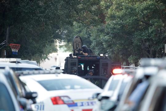 Vừa livestream, vừa xả súng hàng loạt cảnh sát tại Mỹ - Ảnh 2.