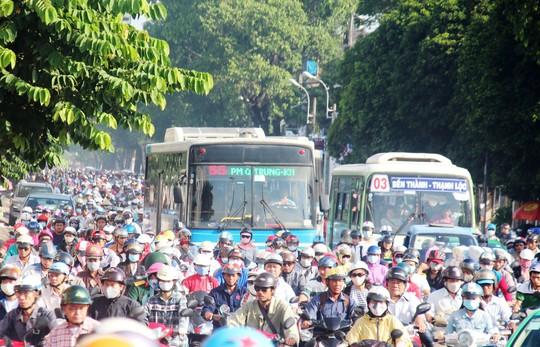Đường ưu tiên cho xe buýt: Quyết tâm mới làm được - Ảnh 1.