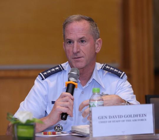 Hai đại tướng không quân Mỹ cùng thăm Việt Nam - Ảnh 3.