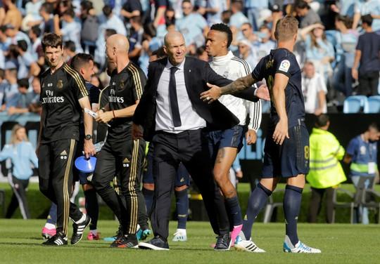 Ngả mũ với biệt tài mua sắm cầu thủ của HLV Zinedine Zidane - Ảnh 1.