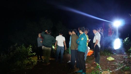 Tiếp tục tìm kiếm 3 thanh niên mất tích khi tắm thác làng Mèo - Ảnh 1.