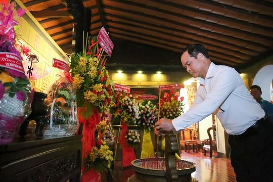 Chủ tịch Tổng LĐLĐ Việt Nam dâng hương tưởng niệm Chủ tịch Tôn Đức Thắng - Ảnh 2.
