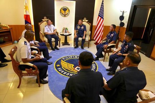 Không quân Mỹ tiếp tục giám sát biển Đông - Ảnh 2.