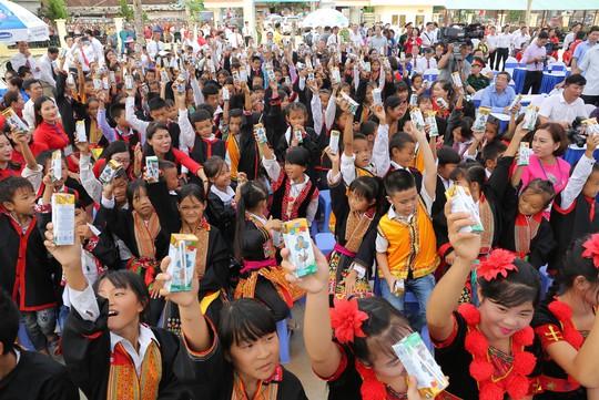 Chủ tịch Quốc hội Nguyễn Thị Kim Ngân vận động xây dựng trường học tại Quảng Ninh - Ảnh 3.