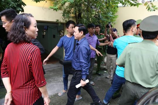 Ông Nguyễn Hữu Linh kháng cáo kêu oan ngay sau khi tòa tuyên án - Ảnh 1.