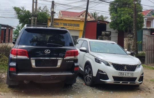 Vụ dân vây côn đồ đập phá cổng làng: Tạm giữ xe sang Lexus 570 biển số 299.99 - Ảnh 3.