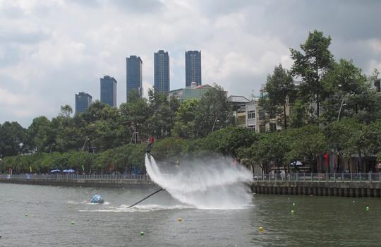 Tưng bừng đua thuyền rồng mừng Quốc khánh trên kênh Nhiêu Lộc - Ảnh 12.