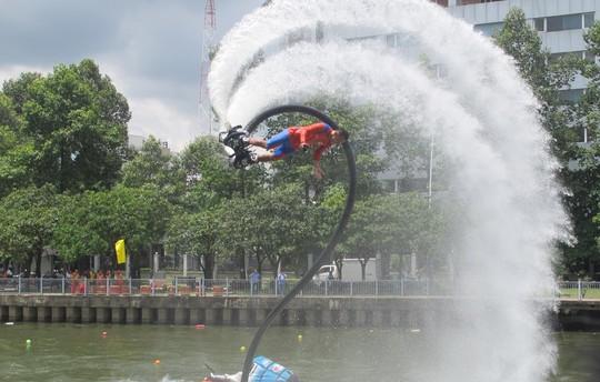 Tưng bừng đua thuyền rồng mừng Quốc khánh trên kênh Nhiêu Lộc - Ảnh 13.