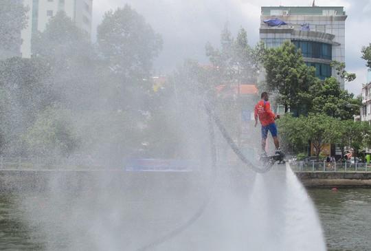 Tưng bừng đua thuyền rồng mừng Quốc khánh trên kênh Nhiêu Lộc - Ảnh 9.