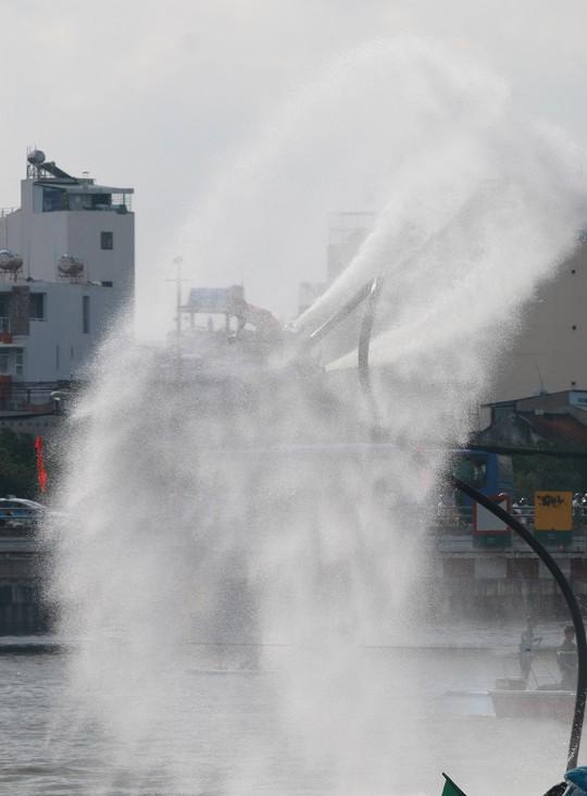 Tưng bừng đua thuyền rồng mừng Quốc khánh trên kênh Nhiêu Lộc - Ảnh 17.