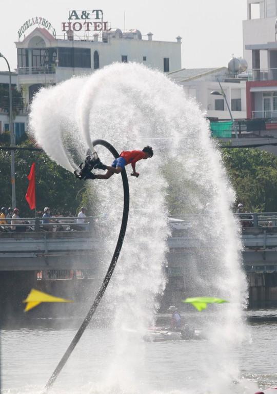 Tưng bừng đua thuyền rồng mừng Quốc khánh trên kênh Nhiêu Lộc - Ảnh 18.