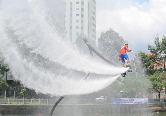 Tưng bừng đua thuyền rồng mừng Quốc khánh trên kênh Nhiêu Lộc - Ảnh 10.