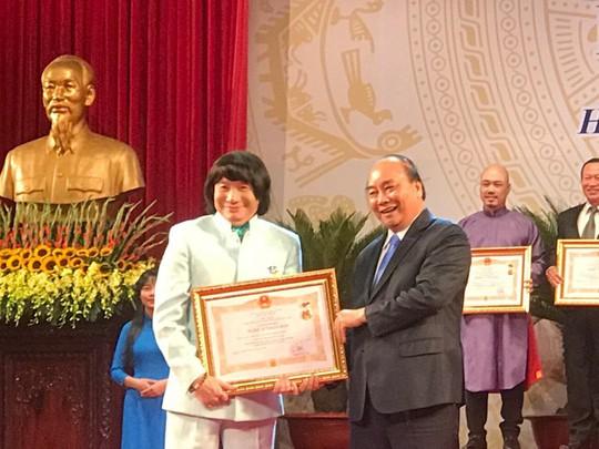 NSND Minh Vương trải lòng trong ngày nhận danh hiệu cao quý - Ảnh 1.