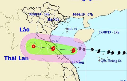 Bão số 4 lại đổi hướng đổ bộ vào khu vực từ Hà Tĩnh đến Quảng Trị - Ảnh 1.