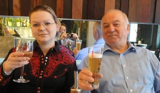 Nga lãnh thêm đòn trừng phạt vụ điệp viên Skripal bị đầu độc - Ảnh 1.