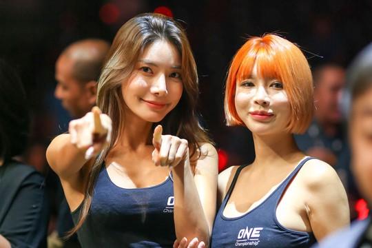 Những Ring Girl nóng bỏng trên sàn đấu ONE Championship - Ảnh 9.