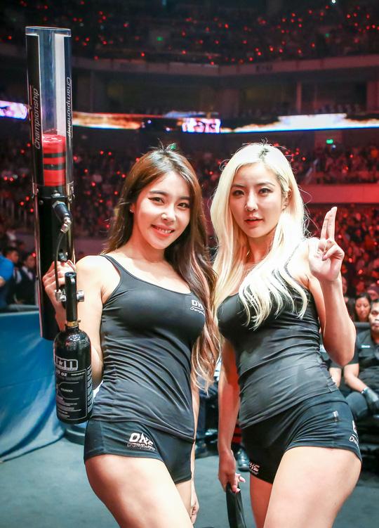 Những Ring Girl nóng bỏng trên sàn đấu ONE Championship - Ảnh 10.