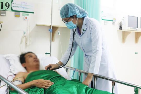 Nhờ bật báo động mã xanh, bệnh nhân ngưng tim, ngưng thở thoát chết hy hữu - Ảnh 1.