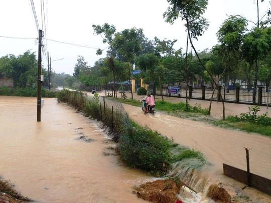 Lâm Đồng: Mưa lớn gây sạt lở đất, cô lập nhiều nơi - Ảnh 3.