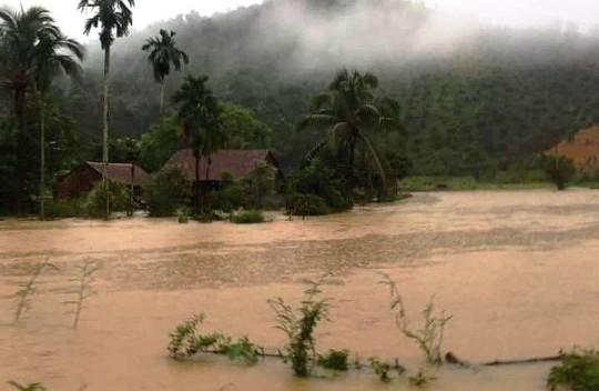 Lâm Đồng: Mưa lớn gây sạt lở đất, cô lập nhiều nơi - Ảnh 1.