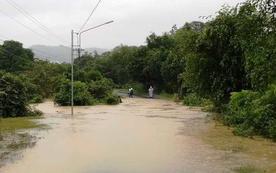 Lâm Đồng: Mưa lớn gây sạt lở đất, cô lập nhiều nơi - Ảnh 5.