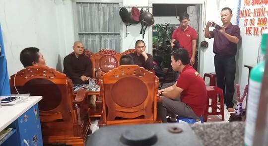 Giáo hội Phật giáo Việt Nam gặp gỡ gia đình cháu bé bị thầy tu đánh đập dã man man - Ảnh 1.