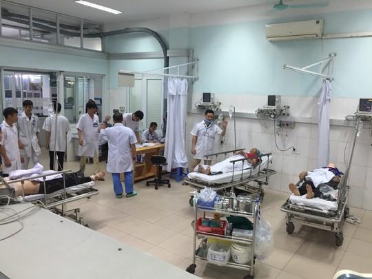 6 người nhập viện do ngộ độc rượu ngâm củ quả - Ảnh 1.